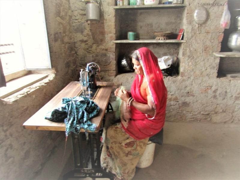 waloo-at-her-sewing-machine